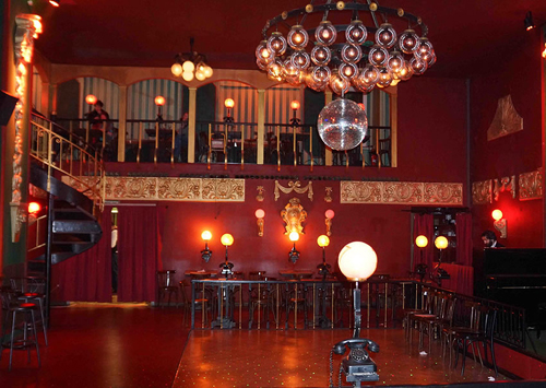 ballhaus-berlin-original-telephones-on-tables