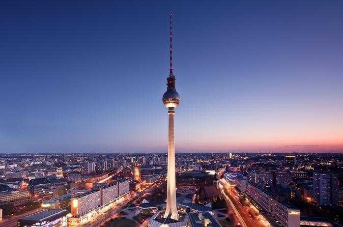 evite-las-colas-cena-en-lo-alto-de-la-torre-de-tv-de-berl-n-in-berlin-122496